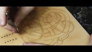 آموزش حکاکی روی چرم با دست