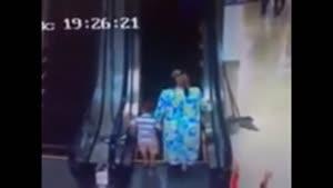 استفاده از پله برقی برای اولین بار