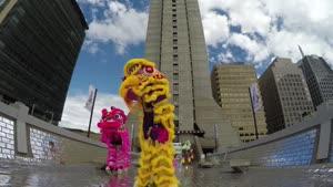 نمایش رقص شیر در سانفرانسیسکو در محله چینی ها