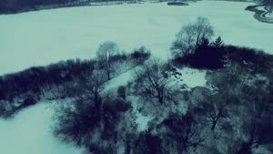 دریاچه مینیاپولیس در هنگام غروب زمستان