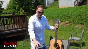 حرکت آهسته افتادن قطره آب بر روی سیم گیتار