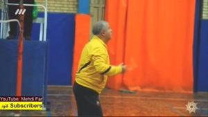 علی پروین در حین بازی والیبال