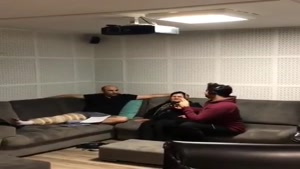 محسن تنابنده با پای شکسته در پشت صحنه پایتخت ۵