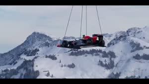 هنر نمایی ماشین فرمول یک در پیست اسکی