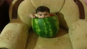 کودک در هندوانه :)