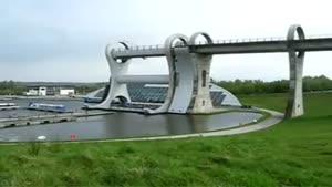 پل چرخون از آب به خشکی