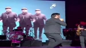 گوشه ای از اجرای محمد عیزاده در کنسرت