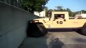 ماشینی که از دیوار بالا میره