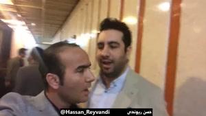امید حاجیلی و حسن ریوندی در پشت صحنه کنسرت