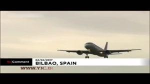 تلاش خلبان برای فرود هواپیما با وجود باد شدید