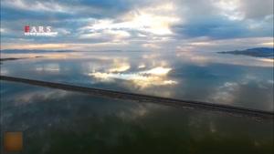 جاده زیبا وسط دریاچه