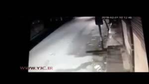 لحظه تصادف دلخراش خودرو با یک عابر