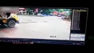 تصادف هولناک اتوبوس پر از مسافر با دو کامیون