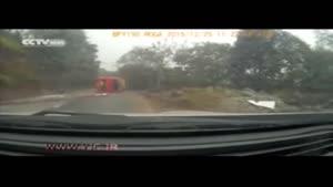 نجات معجزهآسای یک مرد پس از واژگونی اتوبوس
