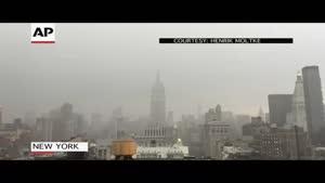 فیلم/ لحظه اصابت صاعقه عظیم به ساختمان مشهور آمریکایی