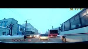 لحظه خودکشی یک مرد به دلیل ترافیک در خیابان