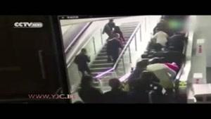 وقتی پله برقی مردم را غافلگیر میکند