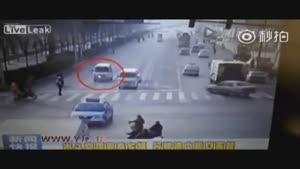 معلق شدن خودروها در هوا به علتی نامعلوم
