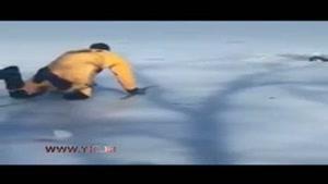 نجات دشوار یک سگ از دریاچه یخ زده