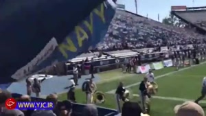 اشتباه محاسباتی یک چترباز در استادیوم فوتبال!