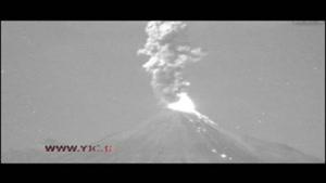 لحظه فوران آتشفشان کولیما در مکزیک