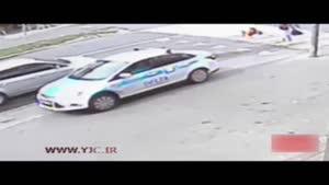 نجات عجیب یک دختر از زیر خودرو