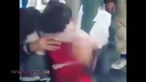 لحظه ی تلخ وداع یک پدر سوری از دختر بچه هایش