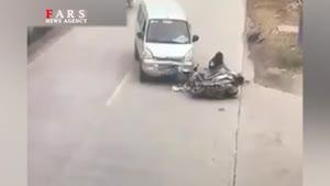 تصادف شدید موتور با ون