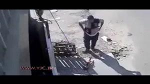 لحظه دلخراش اصابت دستگاه فرز به یک مرد