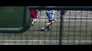 فیلم/ گزارش ۱۰۰ ثانیه ای یک کودک از مسابقه فوتبال