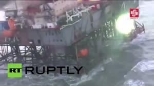 فیلم/ آتش سوزی در دکل نفتی آذربایجان در دریای خزر