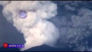 لحظه فوران کوه آتشفشان در اندونزی