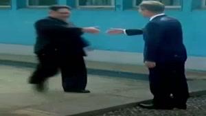 لحظه دیدار تاریخی رهبران ۲ کره