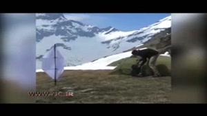 شارژ باتری موبایل در قله کوه