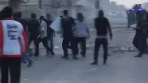 فیلم/نظامیان آل خلیفه سرها را نشانه می روند