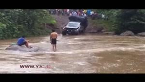 عبور دیوانه وار از رودخانه آمازون با وانت