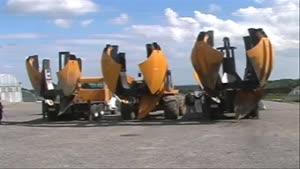 کامیونی برای انتقال درختان به مکان دیگر