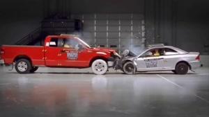 تست تصادف فورد F۱۵۰ و هوندا سیویک