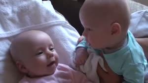 حرف زدن دوتا نوزاد به زبون خودشون