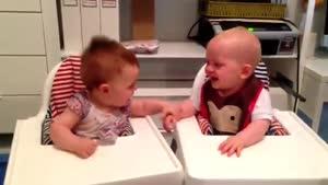 خنده زیبای کودک