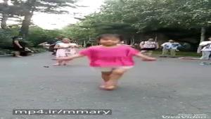 طناب بازی دختر بچه