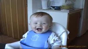 خندیدن بچه از ته دل