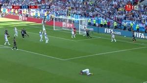 صحنه مشکوک به پنالتی بازی آرژانتین و ایسلند