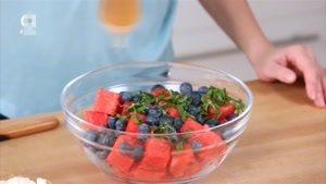 طرز تهیه سالاد میوه های تابستانی