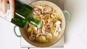 طرز تهیه خوراک قارچ و سس شاه بلوط