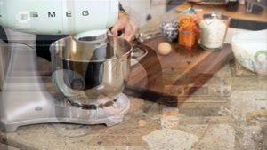 طرز تهیه نان موزی با خامه ترش