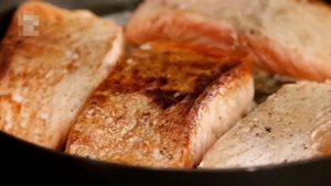 طرز تهیه سالمون سرخ شده