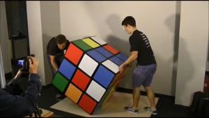 حل بزرگترین مکعب روبیک جهان
