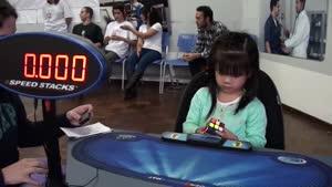 حل مکعب روبیک توسط دختر سه ساله در ۴۷ ثانیه