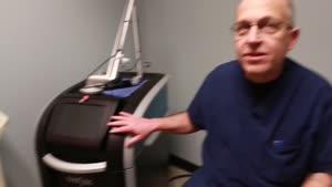 چگونه با لیزر تاتو رو پاک میکنند؟